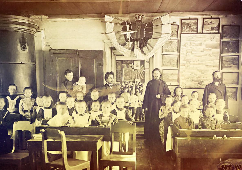 первые школ в россии картинки все тело тело